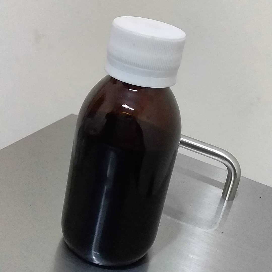 Notre première bouteille d'huile de nigelle Pure et Non filtrée.