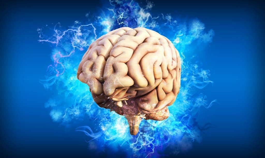 Cerveau avec de l'électricité représentant une crise d'épilesie